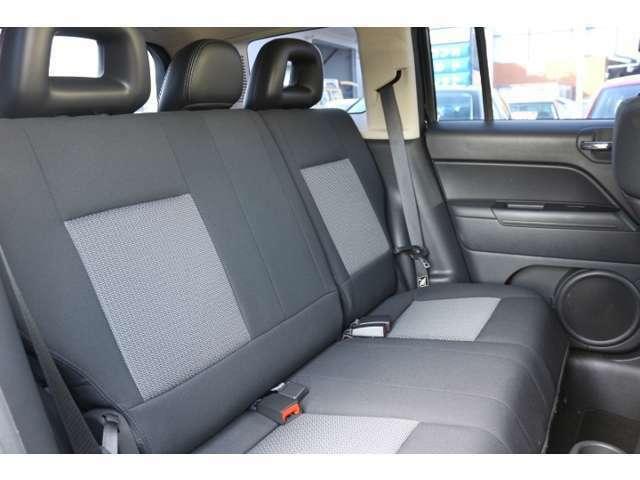 全席シートも大変綺麗な状態に保たれています。  目立つような擦れやキズ、焦げなどはございません。  品質の高さを是非店頭にて実際にお確かめください。