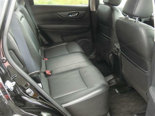 後部座席も綺麗・清潔に仕上げております。内外装コンディションのいい車が多いです。前のユーザーが丁寧に使っていた証拠です。