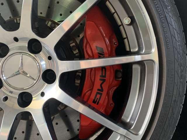 トランスミッションには定評あるAMGスピードシフトMCT・7速スポーツトランスミッションを採用◎「スポーツプラス(S+)」及び「マニュアル(M)」モードのギアシフト時間はわずか100ミリ秒まで短縮!!