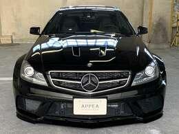 「ブラックシリーズ」とはAMGのブランドスローガンであるドライビングパフォーマンスを体現したピュアドライビングマシンを意味する!AMGモデルよりも更に尖った高性能マシン◎少量限定生産車で魅力的な一台◎