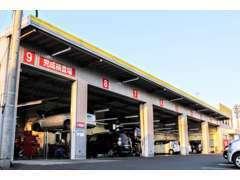 関東運輸局指定工場を完備!車検・オイル交換・パーツ取付等、お車のことなら何でもお任せください。