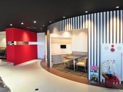 4階フロアのショールームから東京湾とゲートブリッジを望めます