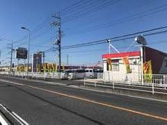 赤い屋根と黄色いノボリが目印★大きなTAXの看板のお店です。ベルク ベスタ本庄寿店様の目の前でアクセス良好!