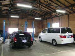 自社認証工場完備。地元のお客様は勿論、遠方のお客様も安心してお車をお選びいただけます。パーツ取り付け等もお任せ下さい!