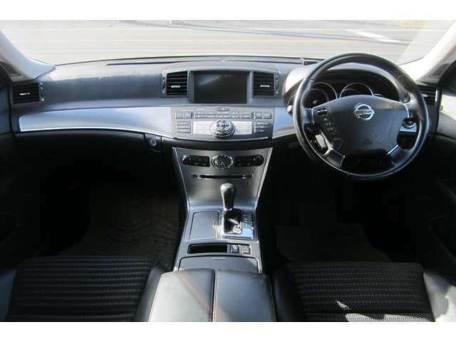 車内はブラックを貴重としており異臭も無く清潔感溢れる空間となっております!