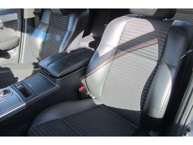 助手席のシートも汚れも無くキレイで体に馴染むシートですので長距離のドライブも快適です!