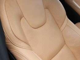 パーフォレーテッドレザーはInscriptionに採用されるナッパレザーならではの柔らかな肌触りが特徴です。、シートヒーター&ベンチレーション&マッサージ機能が季節を問わず快適な空間をご提供します。