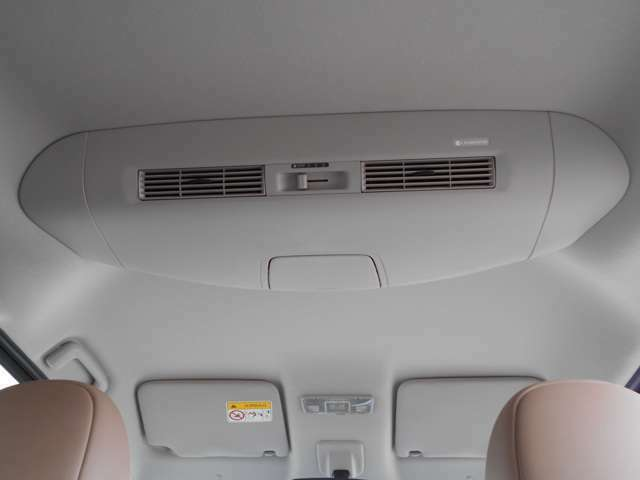 リヤシーリングファンで後席に空気を循環してエアコン効率を向上させます