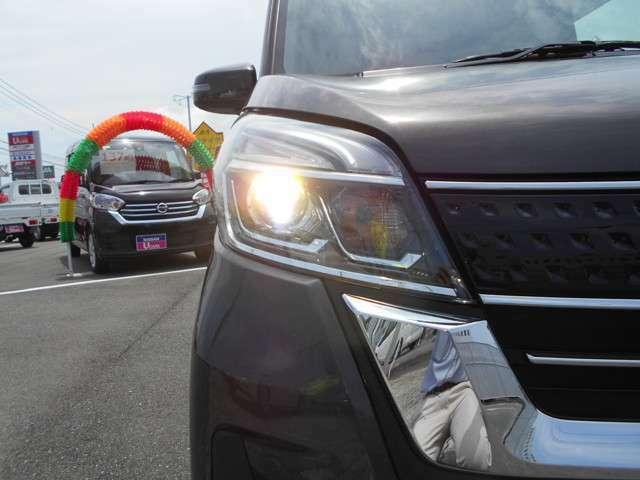 LEDヘッドライト ロービームにシャープな白色光のLEDランプを採用。シグネチャーLEDポジションランプも点灯します。