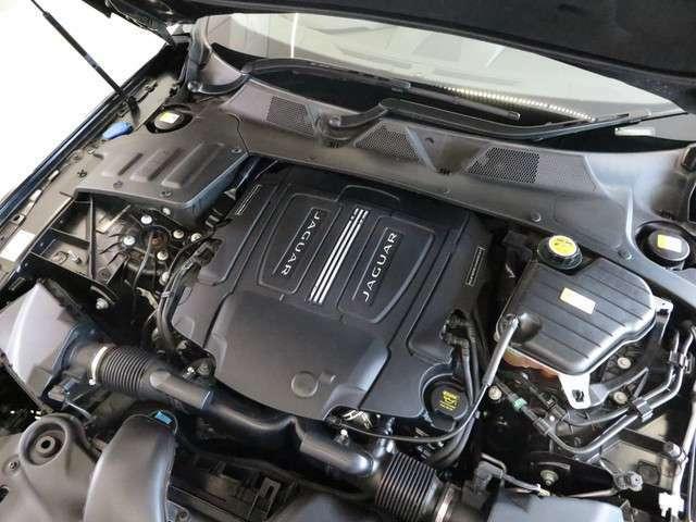 3.0LV6S/Cエンジン搭載。ミッションは8速オートマを採用。ラグジュアリー、スポーティーさをドラマチックに融合し、 俊敏で爽快なドライビング体験を堪能できます。