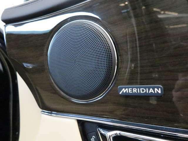 Meridianサウンドシステムは最適に配置された13個のスピーカーとデュアルチャンネルサブウーファーにより、澄みきった高音から深みのある低音まで豊かなサウンドを生み出します。