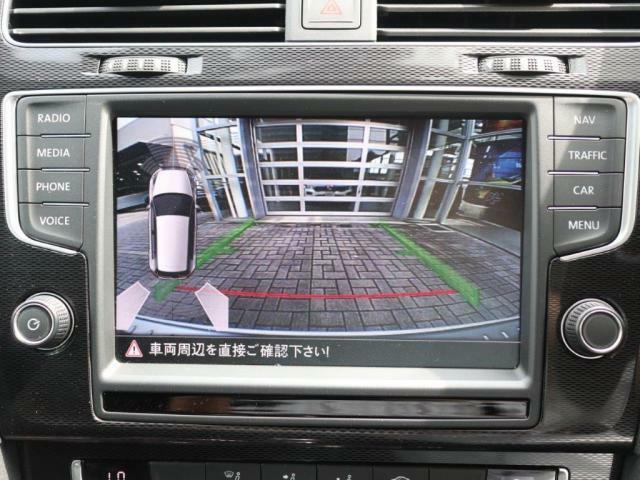 ガイドライン付きのバックカメラの映像はモニターで確認することができます