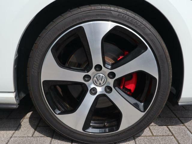 22545R18サイズの純正アルミホイール&タイヤ装着です