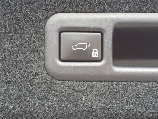 パワーバックドア搭載!ワンタッチで開閉可能!便利な機能です!