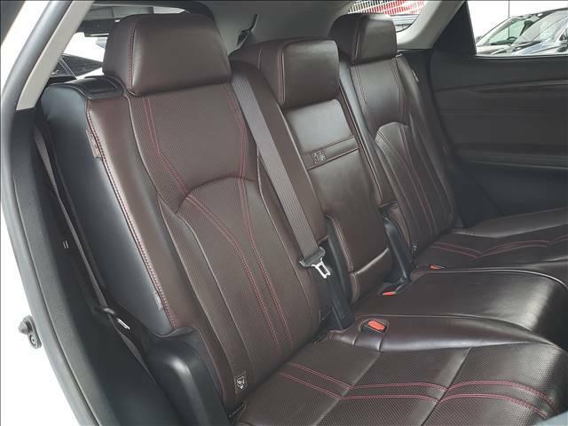 セカンドシートはくつろぎの空間、大人二人がゆったりとおくつろぎいただけます!