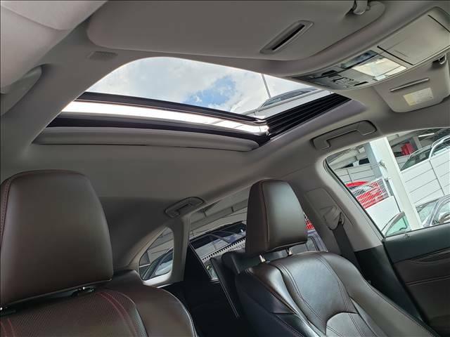 サンルーフ付き!車内が明るくなり開放感があります!人気オプション!