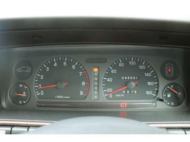 スピードメーターも専門業者で調整済み。