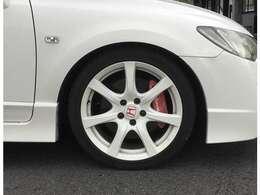 純正18インチアルミホイール☆タイヤサイズは225/40ZR18です。