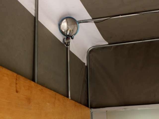 作業灯付き!もっと明るくしたい場合は弊社オプションLED作業灯の取付もおススメ致します。