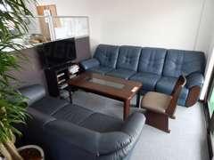 ゆったりとしたソファーでお客様の要望・御相談にお答えいたします。お気軽にお立ち寄り下さい!