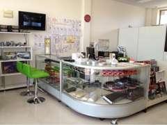 店内には量販店では取扱い少ないパーツ・エアロなど取扱!グッズ・ステッカー・マフラーカッター・など展示販売しております。