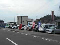 中古車在庫12台展示♪ ワゴン コンパクト セダン GT 軽自動車 展示台数は少ないですが幅広く対応いたします☆