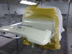 当社は鈑金塗装も自社工場で行っております。