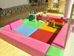 小さなお子様をお連れのお客様も安心、キッズスペースをご用意しております。