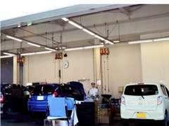 認証整備工場が併設しており、車検・点検からIT関連の整備等、HONDAサービスエンジニアが安心と信頼をお届けします