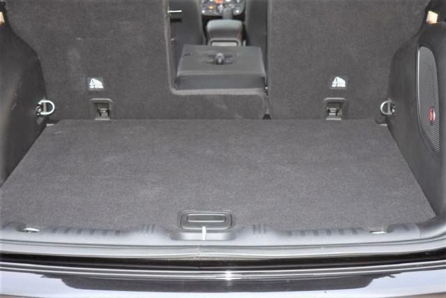 四角いトランクには無駄なく荷物が積めます。