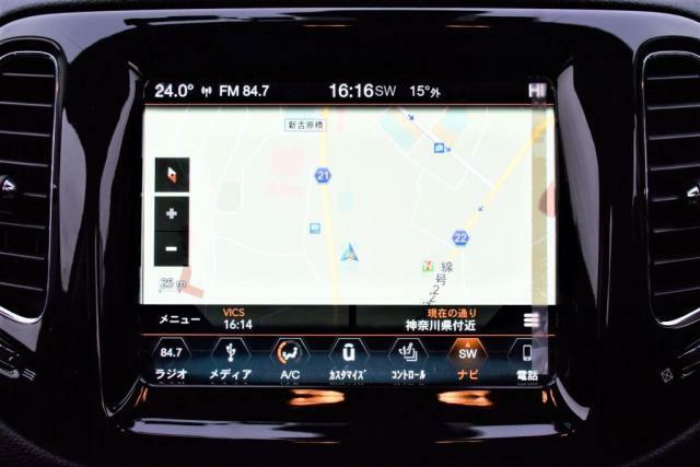 純正ナビゲーションシステム:Uconnectは画面に直接タッチして操作が可能です。