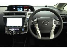 視線移動を少なくするため、メーターをセンターに配置! デジタル表示でとても見やすく、安全運転のお役に立ちます☆