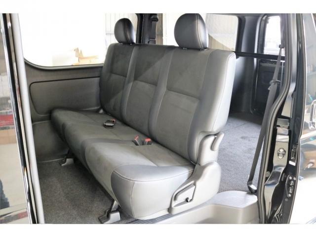 シートはハーフレザーとトリコットシートのダブルステッチとなっており、高級感があります!