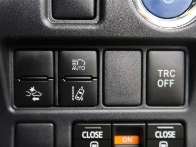 """トヨタ自慢の""""まるごとクリーニング""""を施工済!ボディーはもちろん、タイヤ・ホイールまで、ピッカピカ☆♪比べてください、自信があります!"""