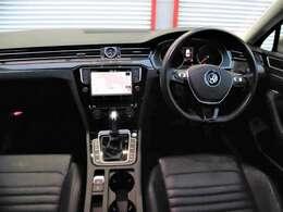 運転廻りの画像です!操作スイッチ類も比較的にキレイな状態です。専門スタッフが内外装を清掃・きめ細かい箇所までクリーニングしています。