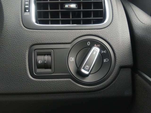 ヘッドライトスイッチはこのダイヤルです♪オート機能があるので付けたり消したりしなくても良くて楽ですよ♪