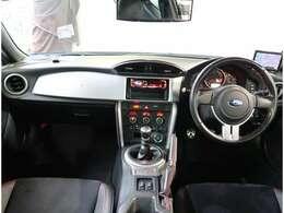 走行距離54557km 車検整備付き 外装色アオ 内装色クロ カラーNo.02C ハーフレザーシート 車高調 2ドア D席アジャスターシート 保証書 取扱説明書付き 総合評価5点中4点 修復歴なし