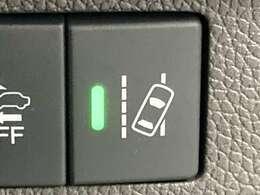 ◆路外逸脱抑制機能【単眼カメラで車線(実線・破線)を検知し、メーター内とステアリング振動の警告で注意を促すとともに、車線内に戻るようにステアリング操作を支援します。】