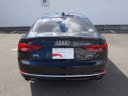 Audi正規ディーラーが高品質をお約束。高度な訓練・教育を受けたAudi専任メカニックが、100項目にもおよぶ精密な点検を実施。すべてクリアしたAudi車だけ、あなたのお手元に届けられるのです。
