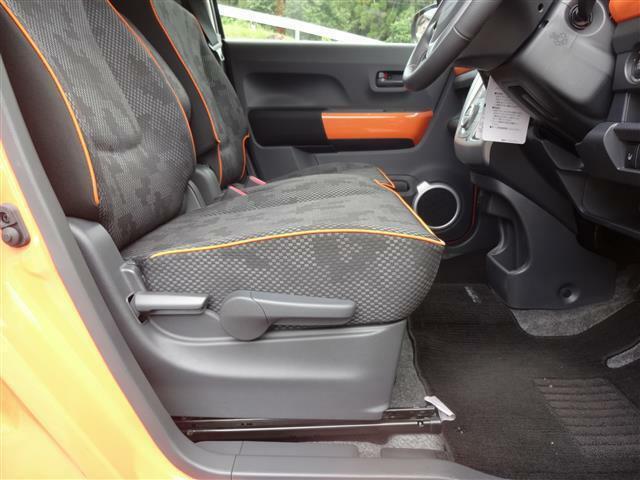 シートの横にも隠れアイテム?(大袈裟 運転される方の体格に合わせてシートの高さを調整可能なアジャスターがあるんです。