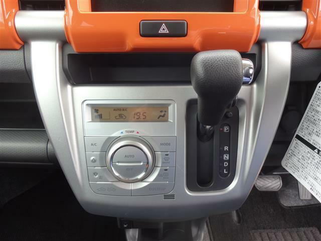 オートエアコン装備なので指定の温度に勝手に調整。結構便利なアイテムです。
