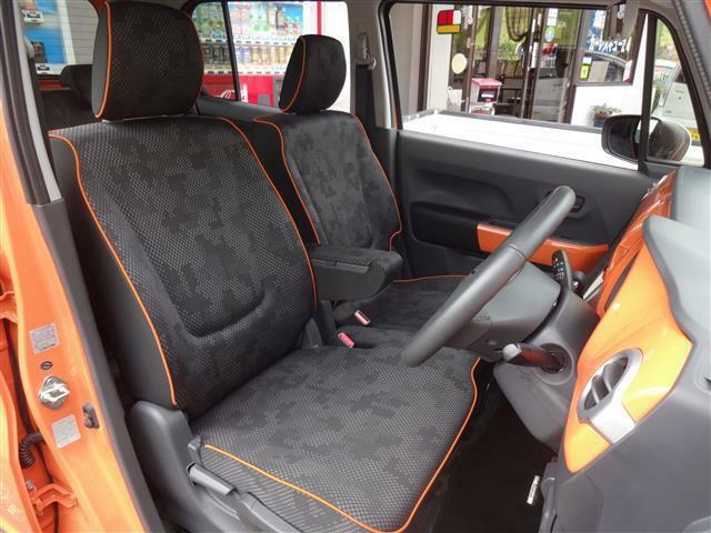 シートのステッチもオレンジです。さすが遊べる車の雰囲気ありますね。さ。ドライブしましょう♪