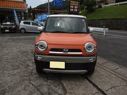 オレンジにルーフのホワイトがアクセント!お洒落さんな車ですよね。