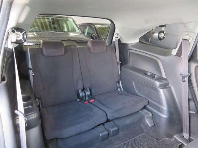 サードシートもゆったり座れそうですね!!