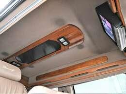 スタークラフト 4WD 純正ホイール 社外ナビ 後席モニター レザーシート ベンチシート 3列シート 3ナンバー 車検整備付き