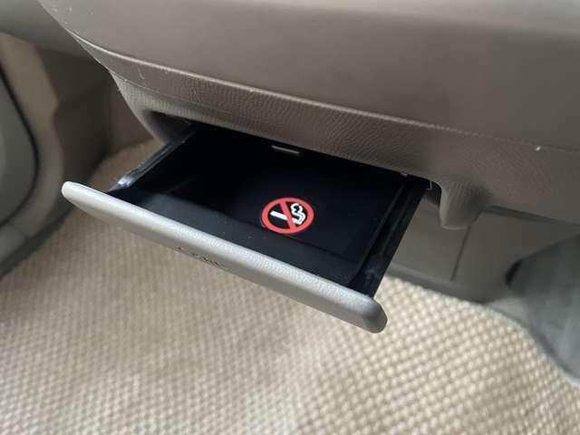 禁煙車となりますので灰皿も綺麗な状態となっております♪車内は嫌な臭いや焦げ跡などが無くとても綺麗な状態となっております♪購入後も快適にお乗り頂ける車両となっております♪