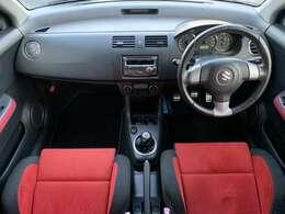 純正のレカロシートになります♪珍しい赤色のシートになりセミバゲットですので体をしっかりと包んでくれます♪