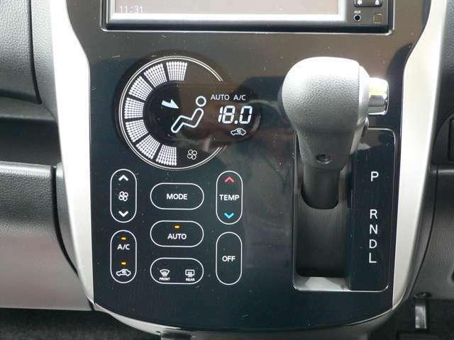 夏でも冬でも快適な室内温度を保つオートエアコンが装備されています。スマートフォンを操作するような感覚で指でタッチして操作できます。