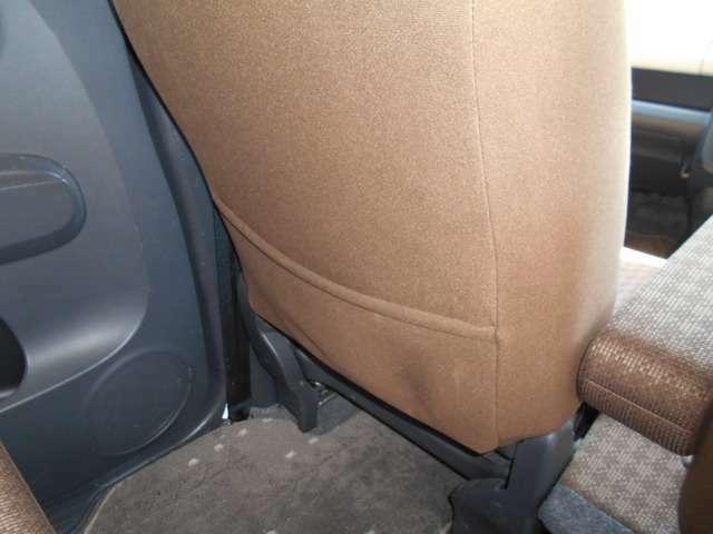 助手席シート後ろには便利なシートバックポケットを装備。