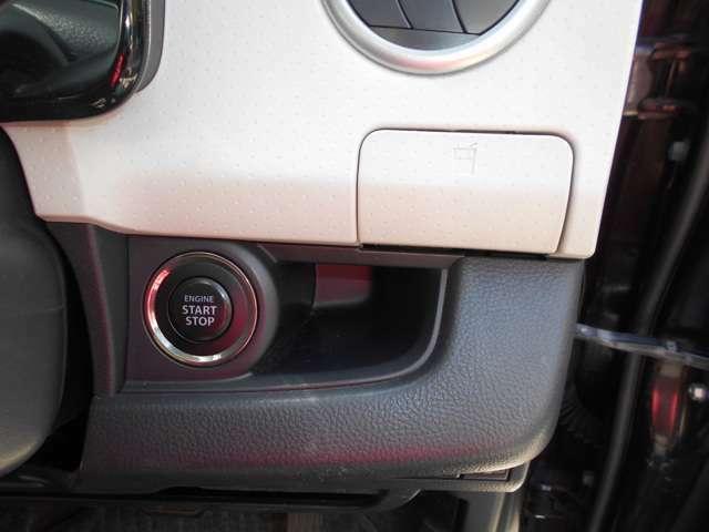 プッシュエンジンスタートシステムなのでカギを鎖さずにエンジンスタート! 収納式のカップホルダーを装備。